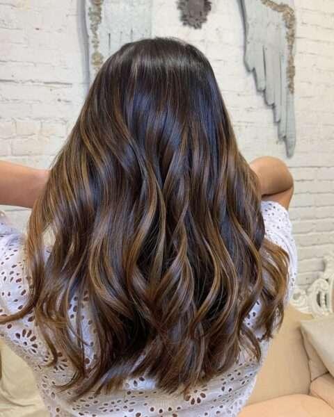 Półdługa fryzura z warstwami