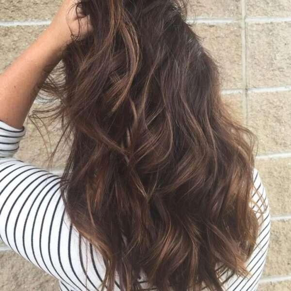 Cynamonowe warstwy dla gęstych włosów
