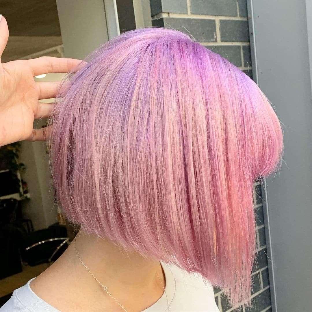 Cukierkowo różowy bob dla cienkich włosów