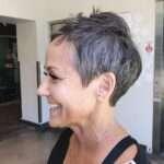 Najciekawsze fryzury damskie krótkie dla 50 latki