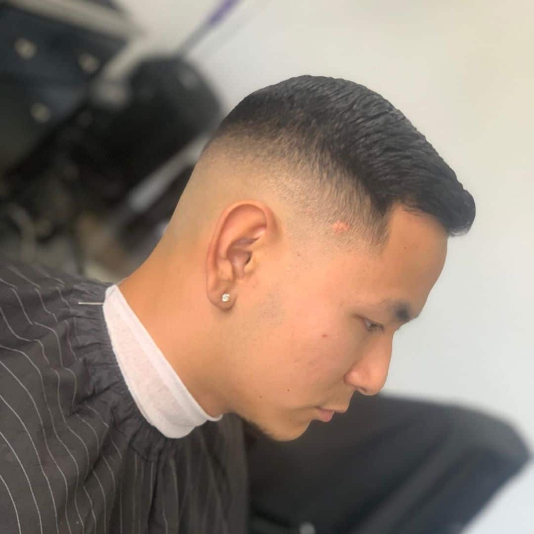 Krótka teksturowana fryzura