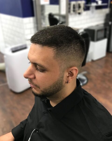 krótka fryzura męska