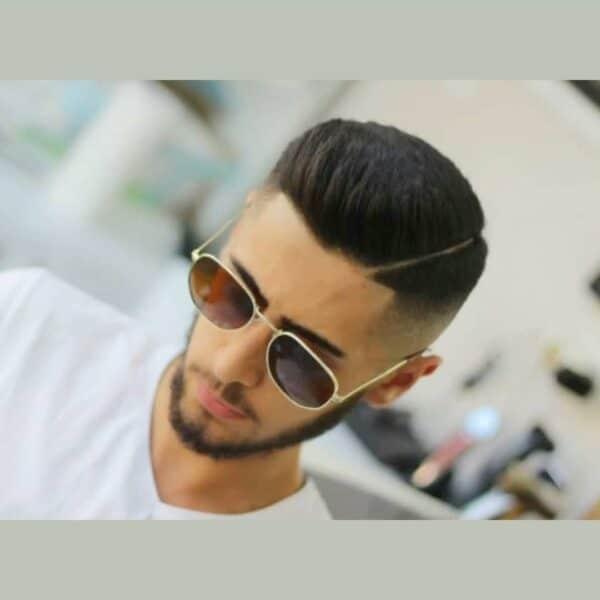Klasyczna męska fryzura z wygoleniem
