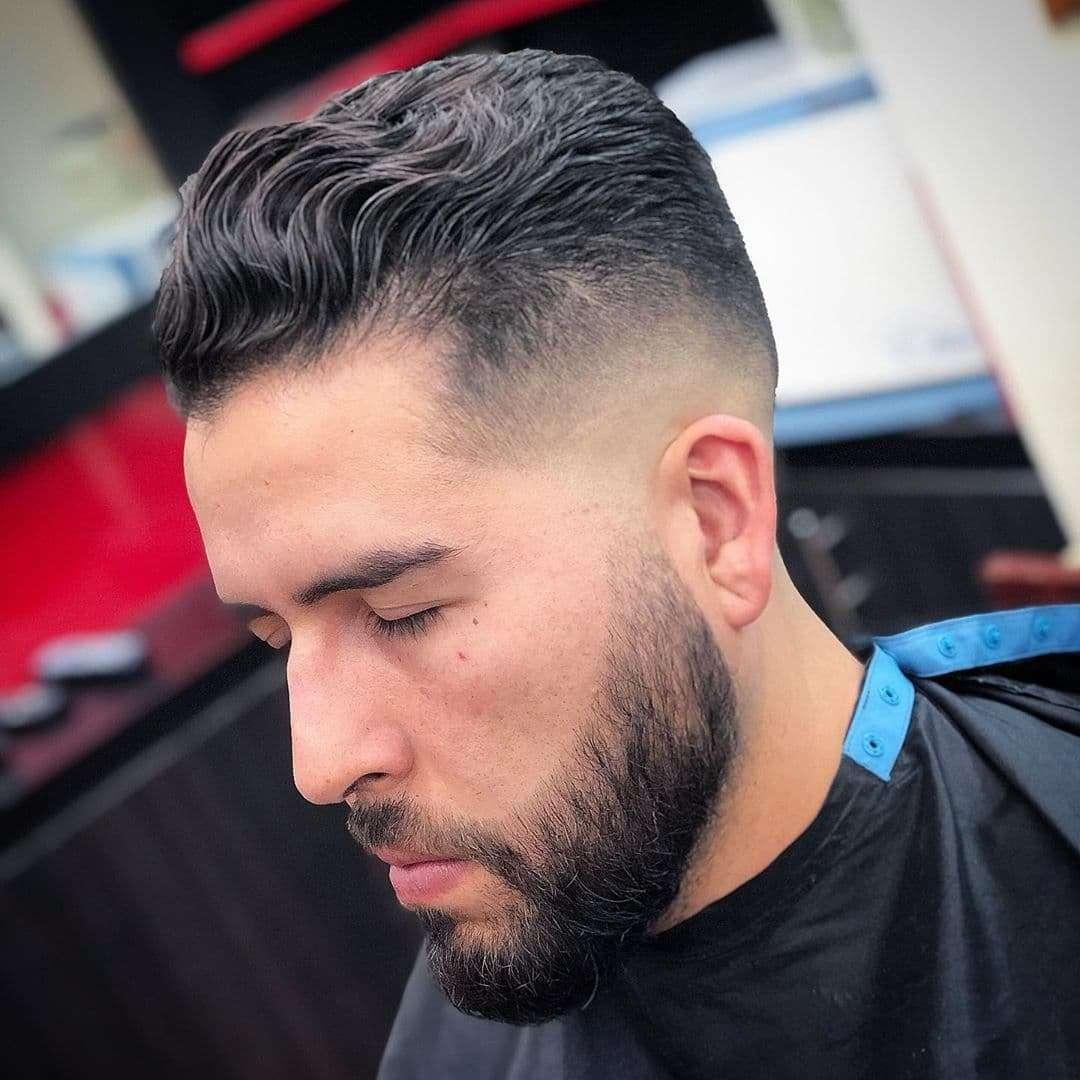 Krótka fryzura dla gęstych włosów
