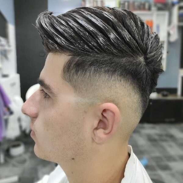 fryzury męskie grzywka na bok