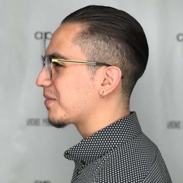 krótkie fryzury męskie wygolone boki