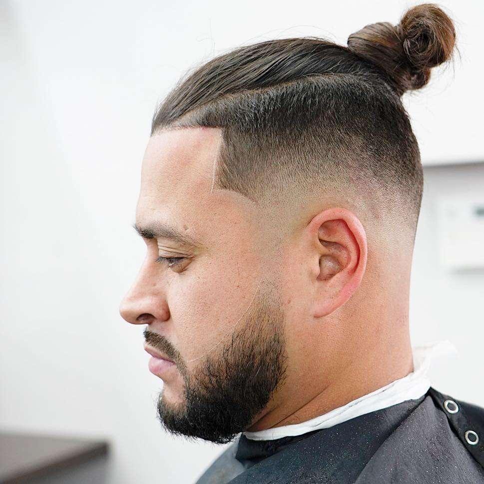 fryzura męska krótkie boki