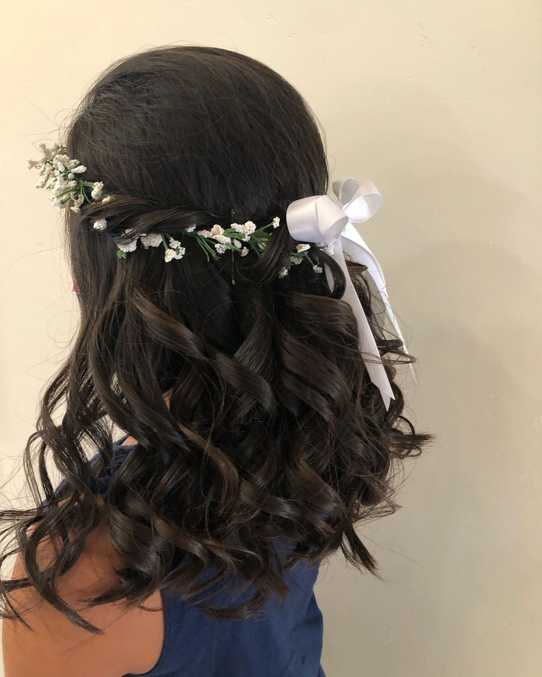 fryzura na komunie dla chrzestnej