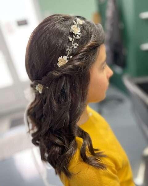 media cabeza con trenza y tiara floral dorada