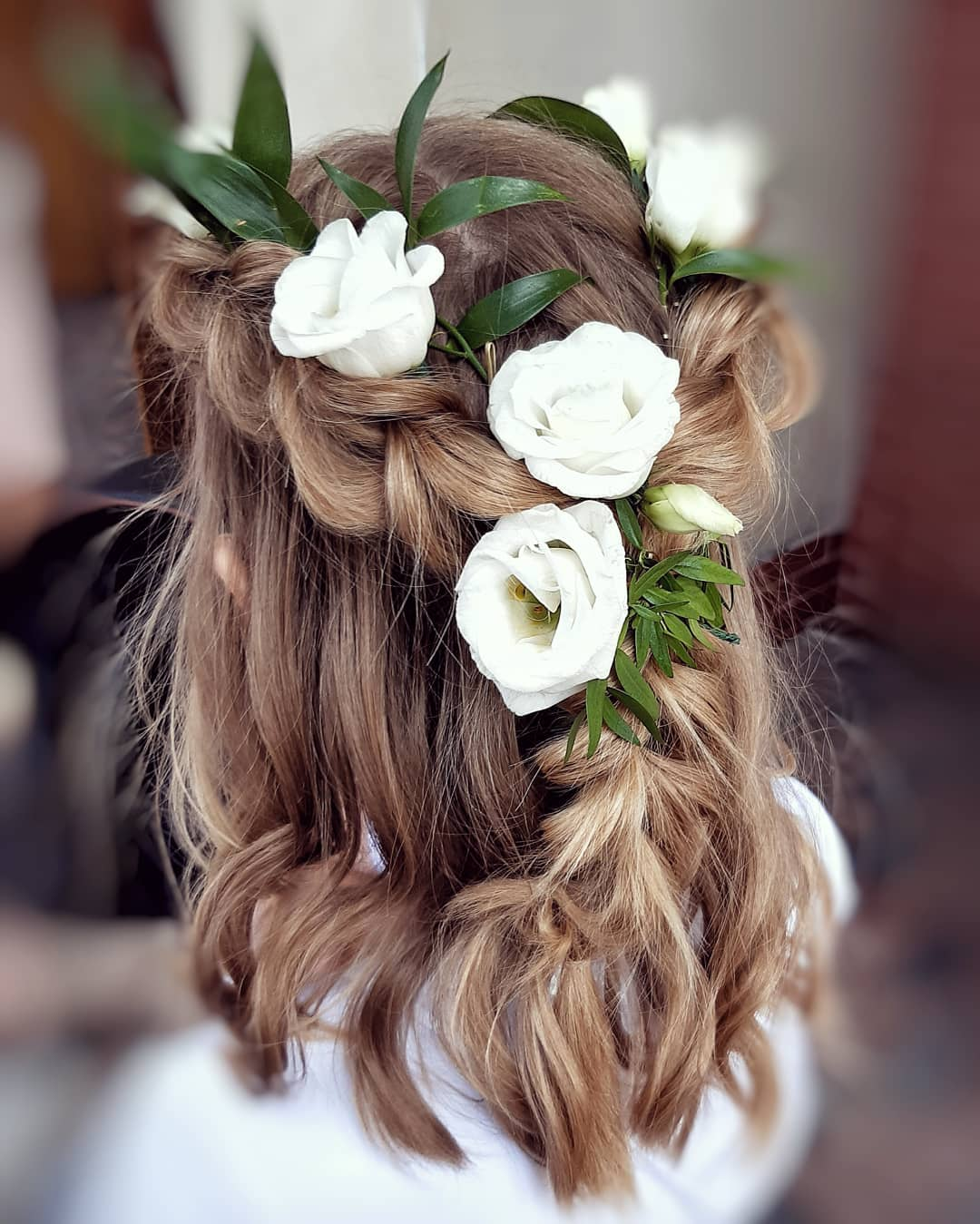 fryzury na komunie z krótkich włosów