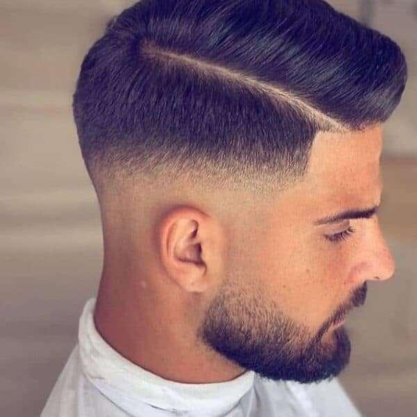 fryzura męska krótka na bok