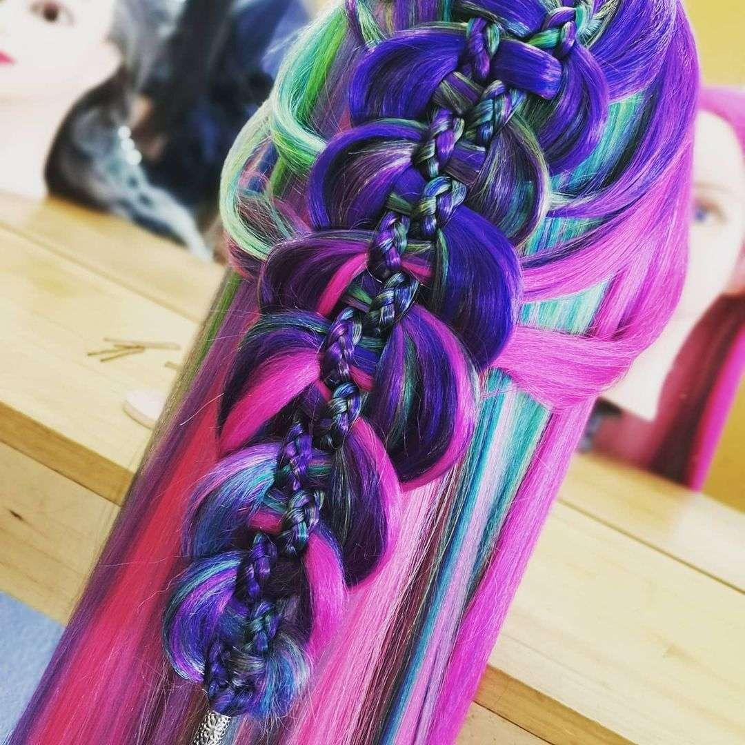 fryzury z warkoczem rozpuszczone