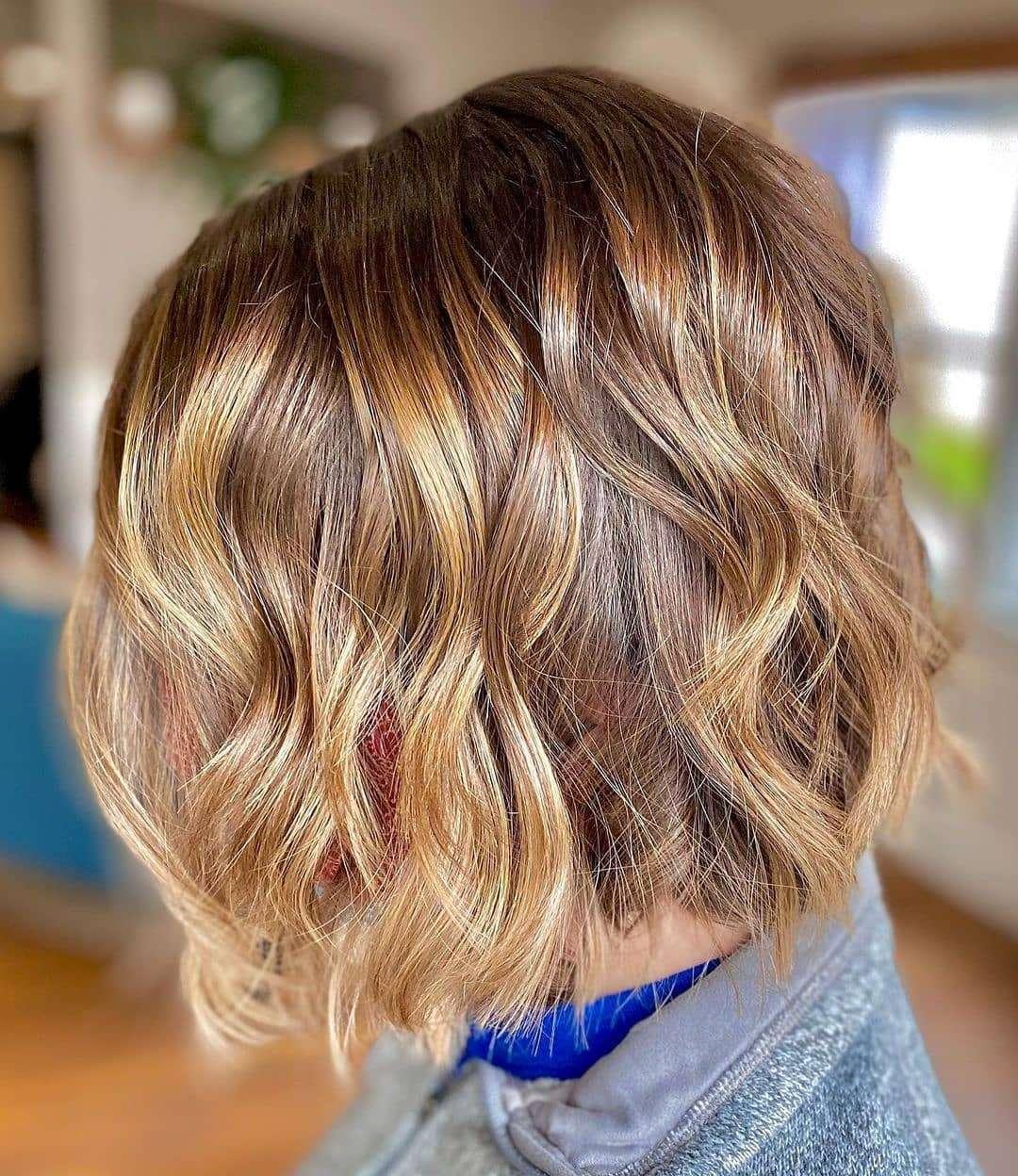 krótkie fryzury dla cienkich włosów z grzywką