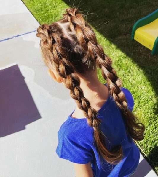 fryzura z warkoczem