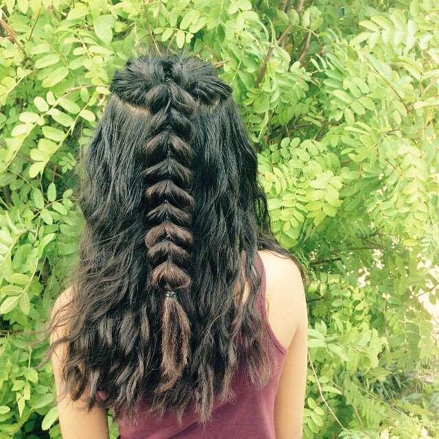 fryzury ślubne rozpuszczone włosy z warkoczem