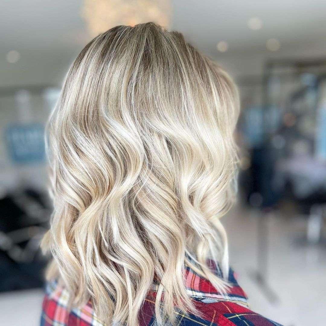 krótka fryzura dla cienkich włosów
