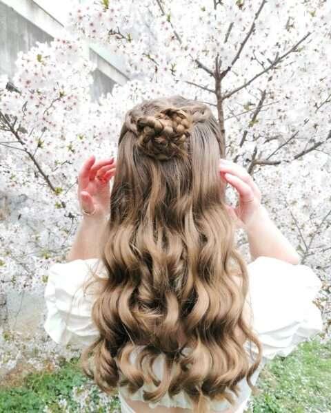 fryzury z lokami i warkoczem