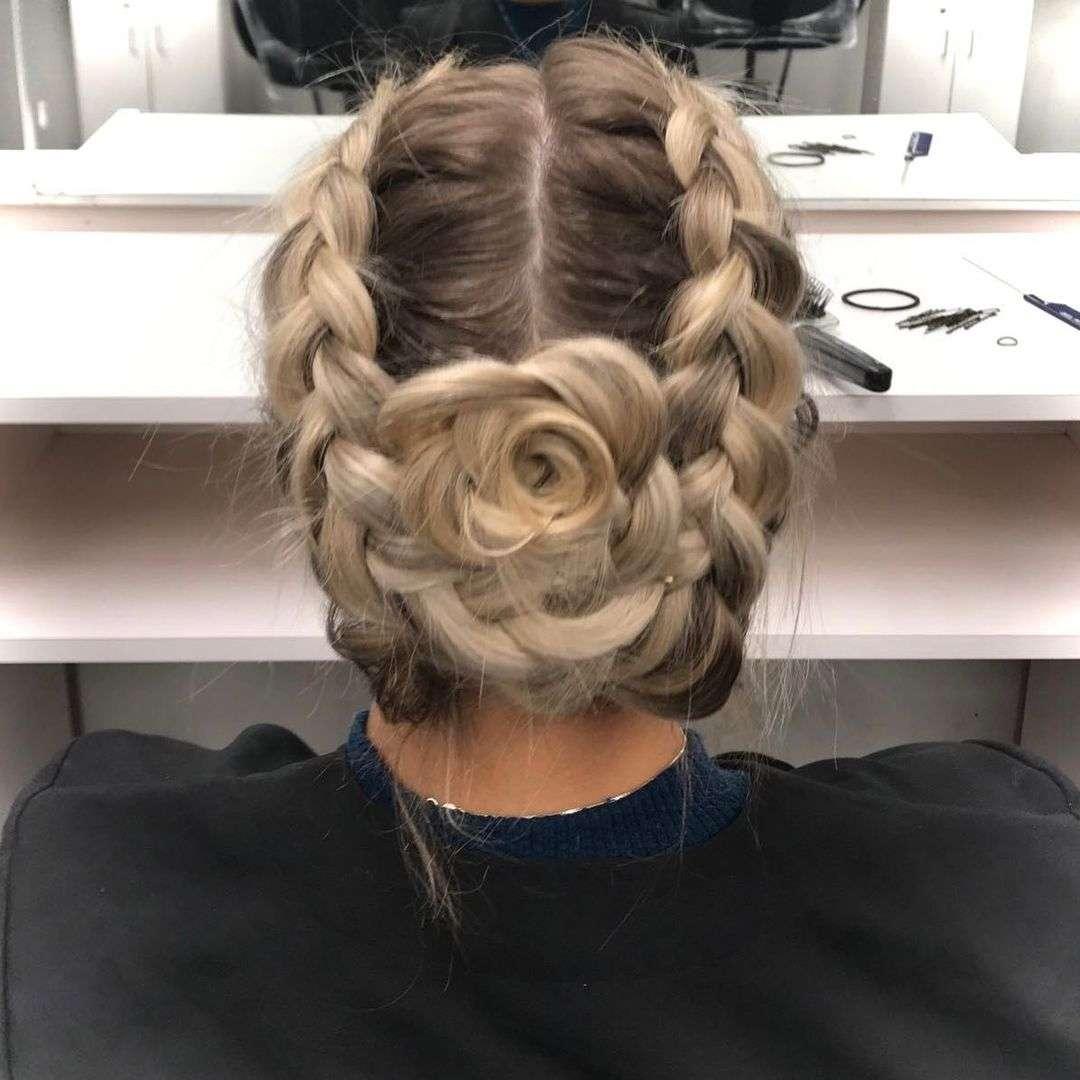fryzury z warkoczem kok