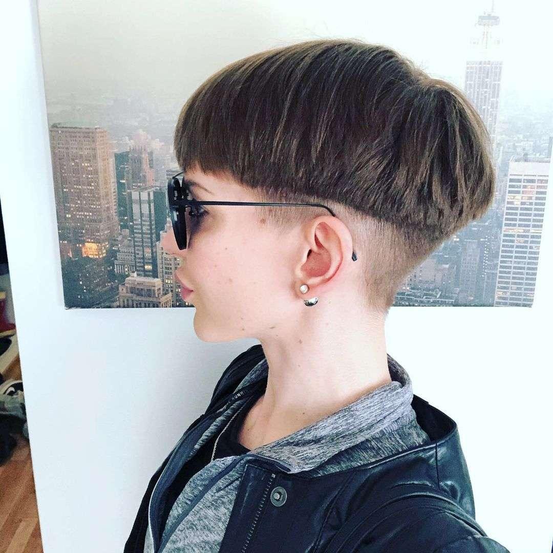 fryzura na grzybka damska zdjęcia