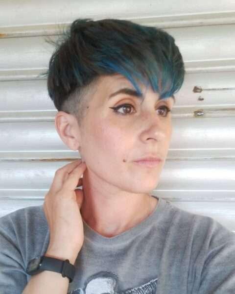 corte de pelo corto despeinado en forma de hongo