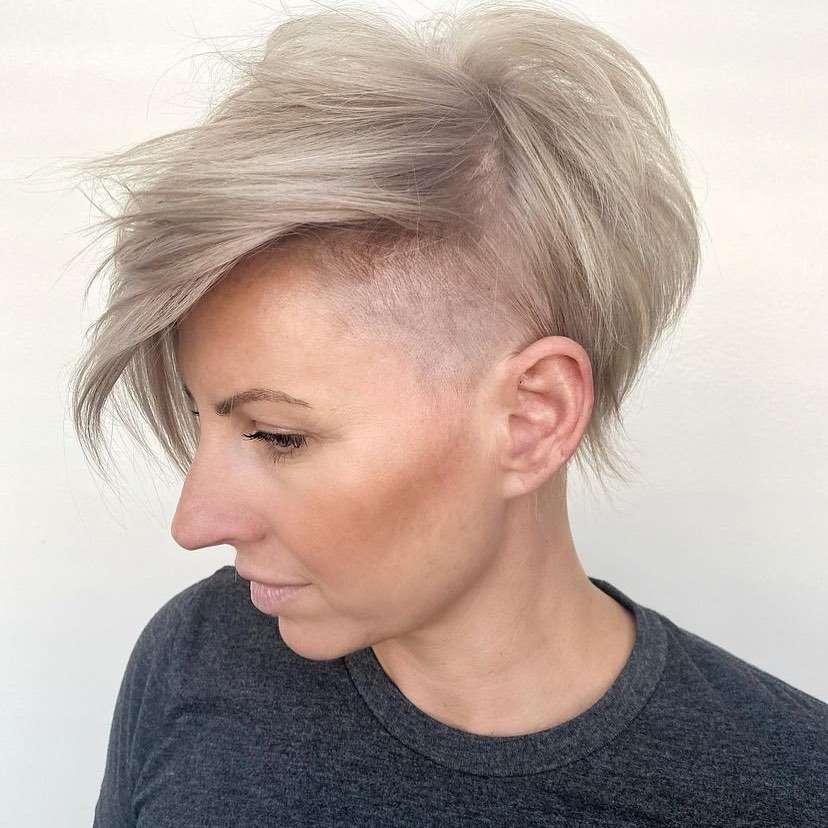 fryzura na pieczarkę damska