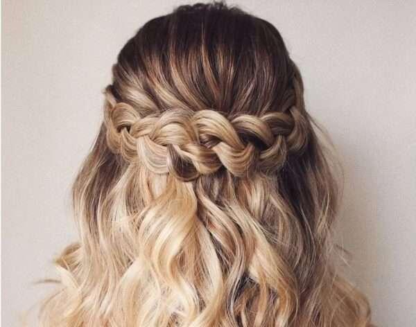 fryzury na wesele średnie włosy z warkoczem