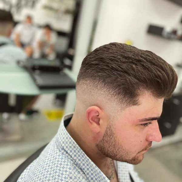 fryzury męskie bardzo krótkie boki