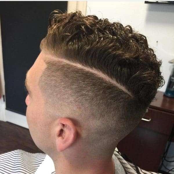 fryzury męskie kręcone włosy