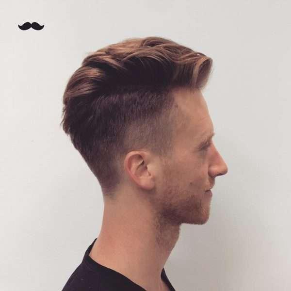 fryzury męskie na bok