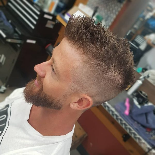 modne fryzury męskie krótkie