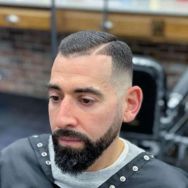 fryzury męskie na bok krótkie