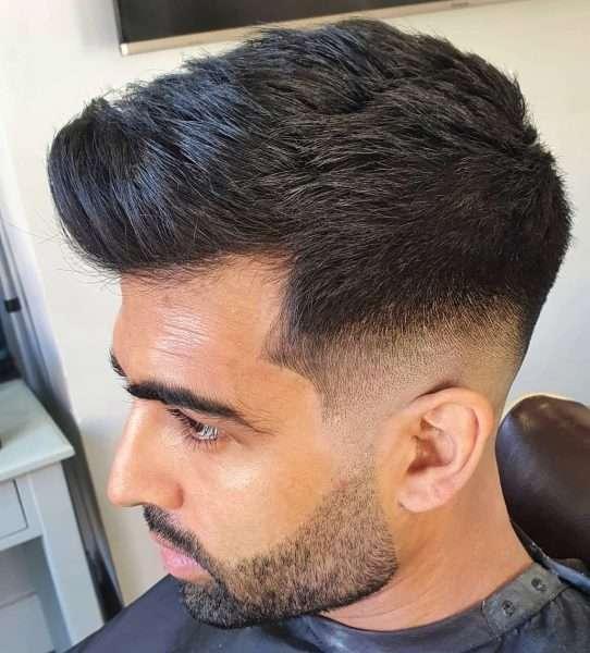 fryzury męskie wygolone boki