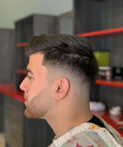 fryzury męskie z grzywką na bok